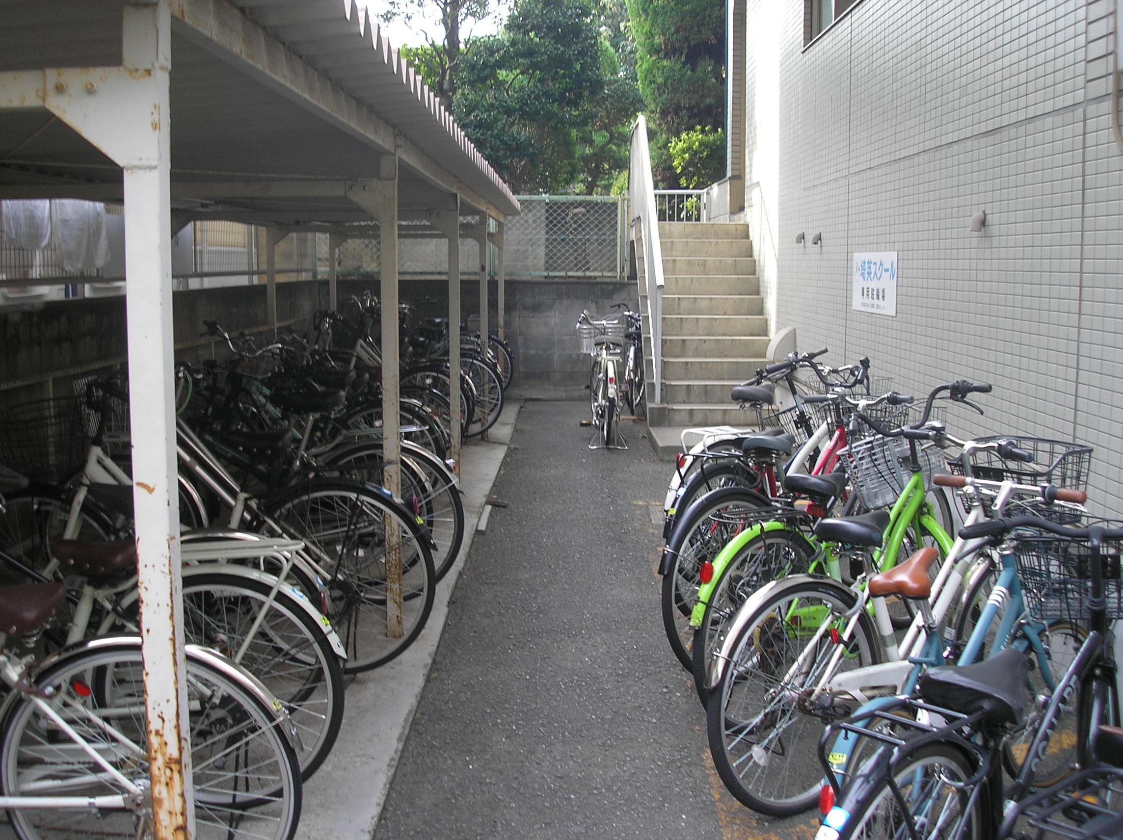 専用駐車場もあり、自転車通学も安心です。