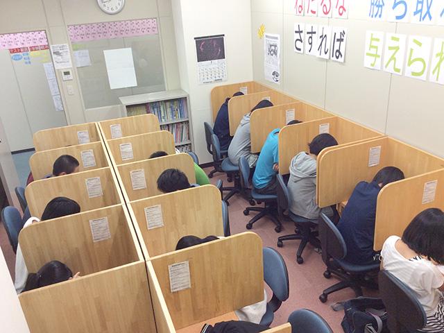 サイエイ武蔵浦和校自慢の自習室です!!たくさんの生徒がいても安心して自分の勉強に集中できます!