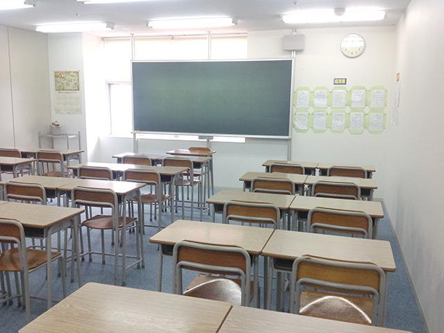 第5教室です。最大30名まで着席できます。