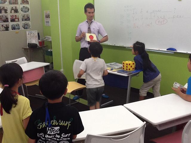 外国人の先生の授業は英語100%!