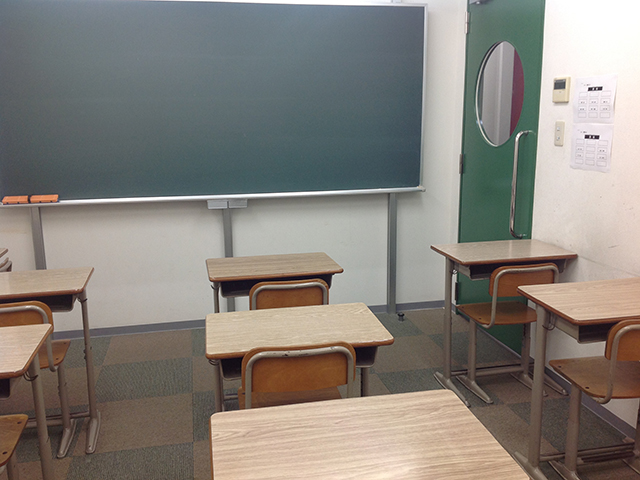 5番教室の写真です 座席はすべて指定です