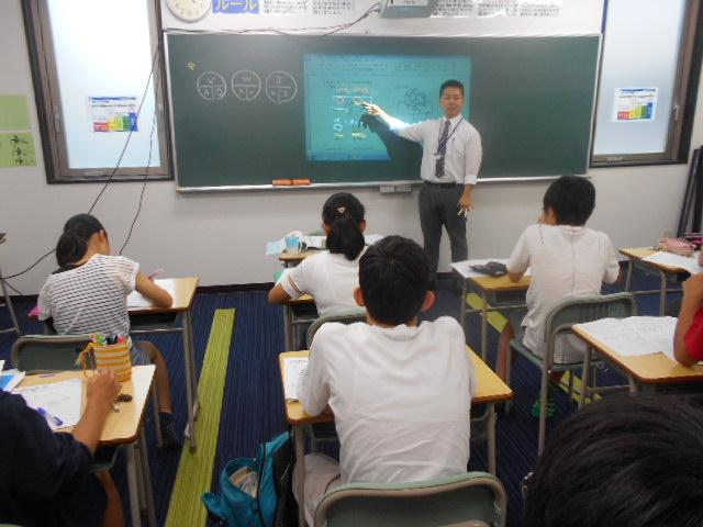 理科の授業は映像を使用し、実験結果などの重要な部分を視覚的に理解できます。