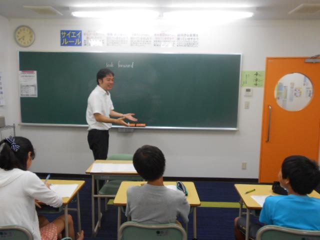 サイエイの英語の授業は、発問の多さが特長です。お子様を飽きさせません。