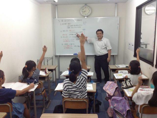授業は常に生徒が考え発言をし、活気であふれています
