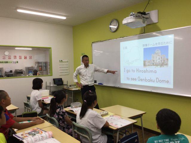 電子黒板で映像を使った授業を展開