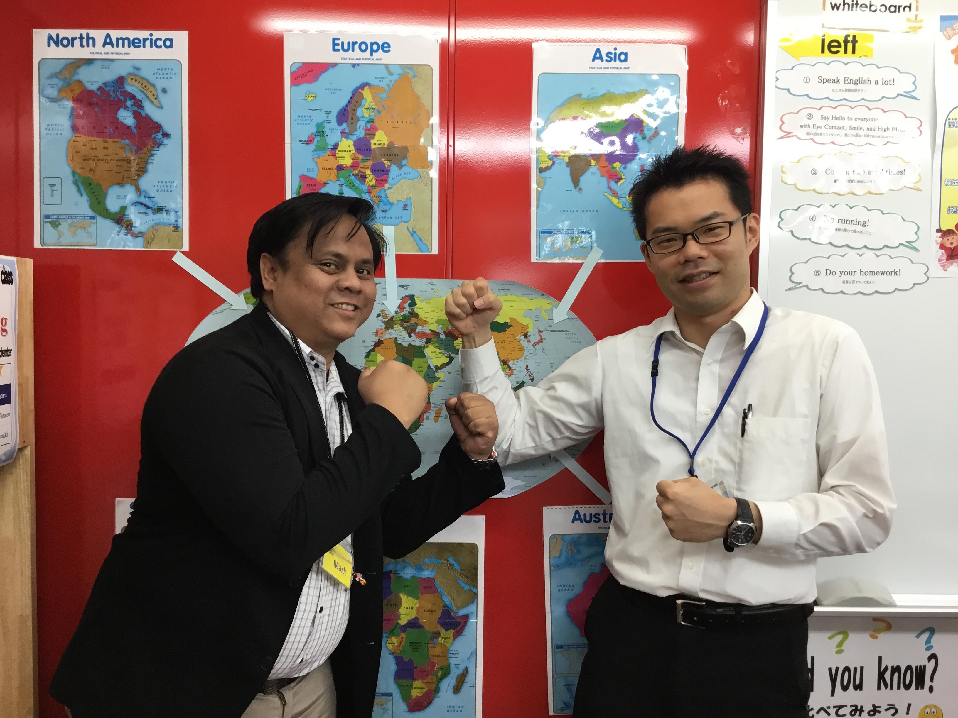 日本人講師と外国人講師のペアで指導