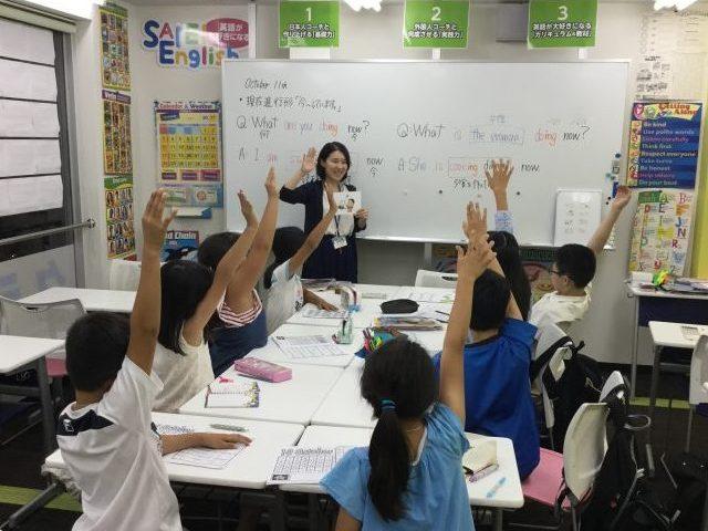 SAIEI English ONLINE小林講師の授業の様子です。<br />基礎からしっかりと学べるので、安心して授業が受けられます。