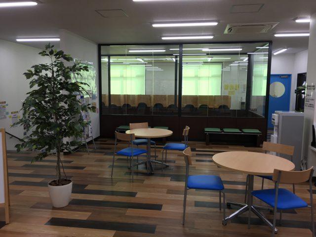 グループで学習している生徒達も多いです。