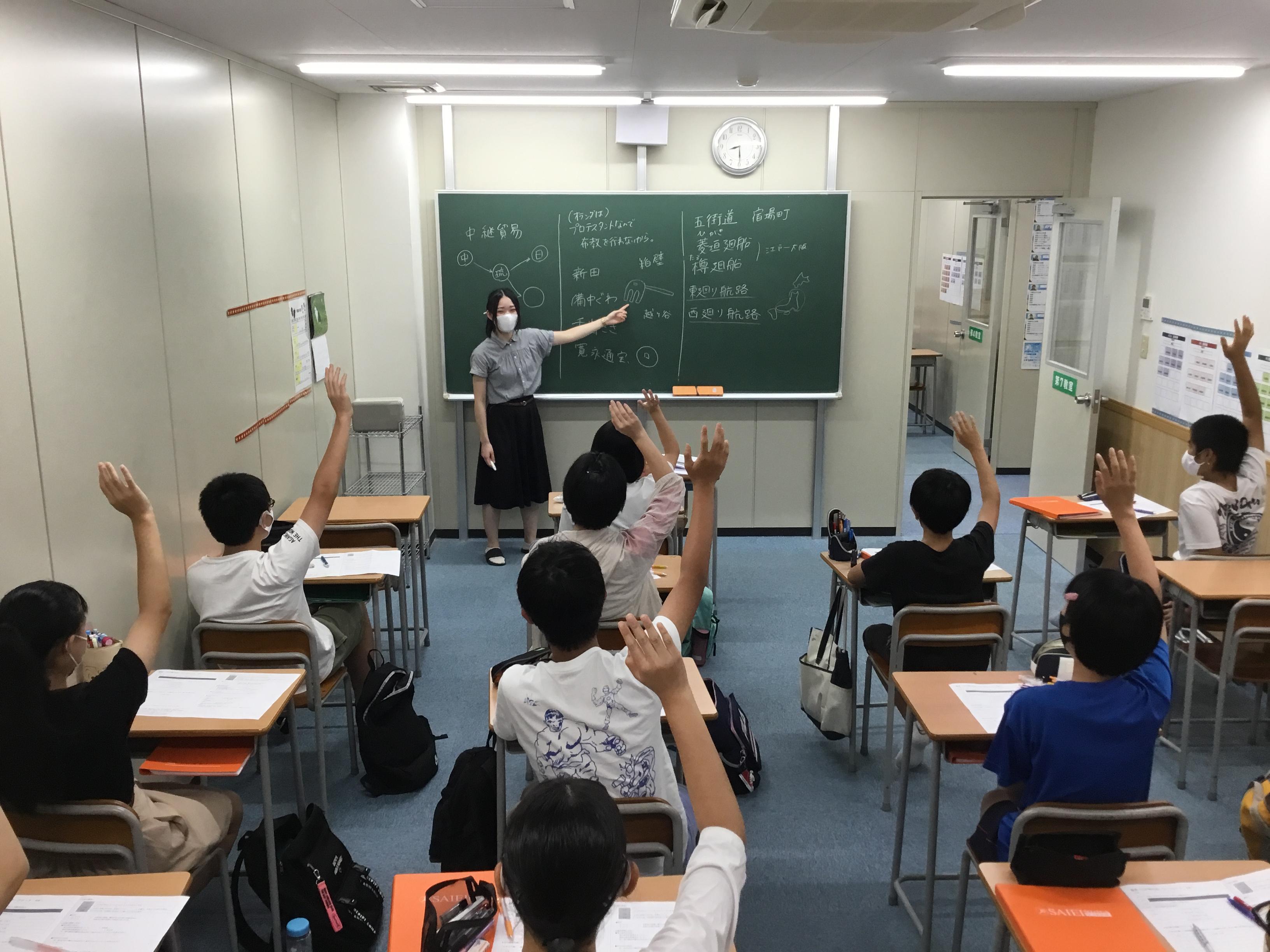 サイエイの授業では「知識を伝える」だけにとどまらず、「主体的に学ぶ姿勢」を育てます